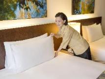 L'Hotel Nina et Convention Centre: guest room
