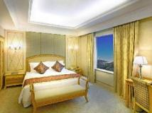 Golden Crown China Hotel: guest room