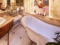 Rocks Hotel: bathroom