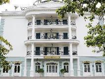 Rocks Hotel: exterior