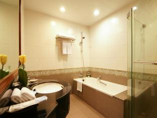 Grand Diamond Suites Hotel Bangkok - 1-Bedroom Junior Suite Bathroom