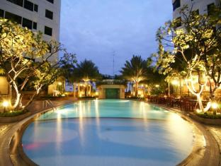 Grand Diamond Suites Hotel Bangkok - Schwimmbad