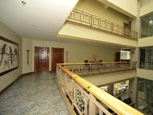 Paragon Hotel and Suites