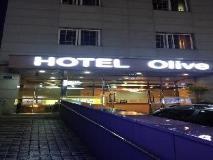 Olive Hotel: entrance