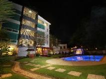 Hotel M: swimming pool