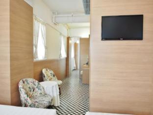 Bridal Tea House To Kwa Wan Cruise Terminal Hotel Hong Kong - Family Room
