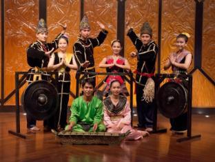 Nexus Resort & Spa Karambunai Kota Kinabalu - Daily Cultural Dance at Kingfisher Restaurant