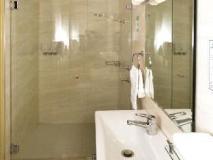 Metro Inn Ryde: bathroom