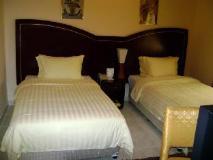 Royal Crown Suites: guest room