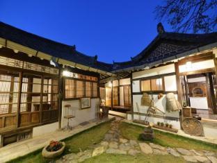 /hanok-asahwa1944-hotel/hotel/jeonju-si-kr.html?asq=vrkGgIUsL%2bbahMd1T3QaFc8vtOD6pz9C2Mlrix6aGww%3d