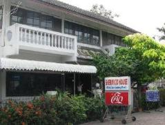 Sherwood House Guesthouse | Thailand Cheap Hotels