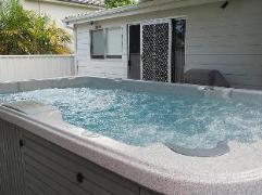 Lakeshores Interlude at Belmont Cottage | Australia Budget Hotels