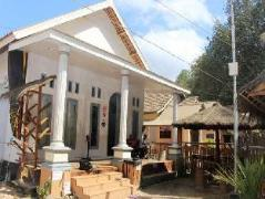 Red Island Panjul Homestay | Indonesia Budget Hotels