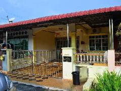 D Raudha Guesthouse Manjung | Malaysia Hotel Discount Rates