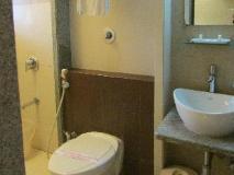 Hotel Shilpa Residency: bathroom