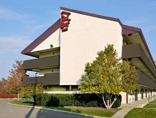 /red-roof-plus-chicago-willowbrook/hotel/willowbrook-il-us.html?asq=jGXBHFvRg5Z51Emf%2fbXG4w%3d%3d