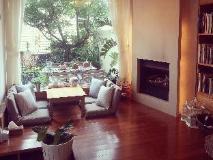 Sanzhi Little White House: lobby