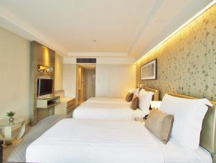 Royal Park Hotel Hong Kong - Grand Triple Room