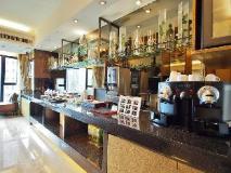 Royal Park Hotel: executive lounge