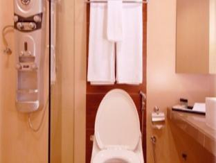Imperial International Hotel Kota Kinabalu - Bathroom