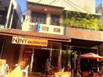 Niny Backpackers: hotel building