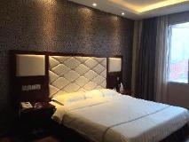 He Tian Hotel: guest room