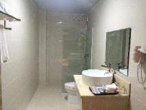 He Tian Hotel: bathroom