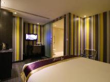 J Hotel: guest room