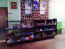 Zay Yar Thein Gi Hotel: shops