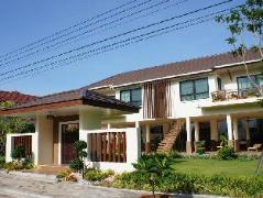 Rimtalay Angsila Guesthouse | Thailand Cheap Hotels