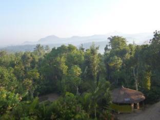 Karapuzha Lakeshore Resort