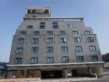 Inaver Hotel: exterior