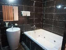 Inaver Hotel: hot tub