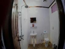 Mann Myanmar Inn: bathroom