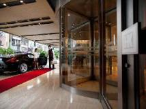 Kingdom Hotel: entrance