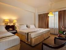 Kingdom Hotel: guest room
