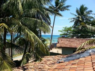 Catamaran Beach Home and Restaurant