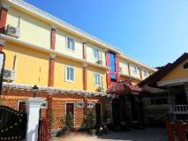 Oulayphet Hotel: hotel building