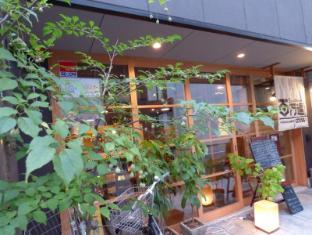 Guesthouse Hyakumanben Cross