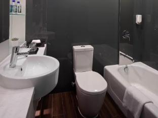 Stanford Hotel Hong Kong - Premium Room Bathtub