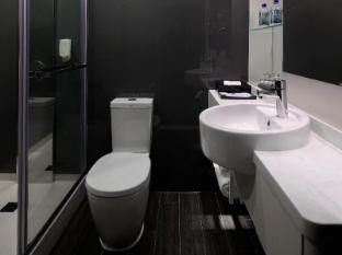 Stanford Hotel Hong Kong - Premium Room Shower