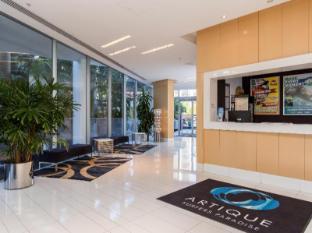 Artique Surfers Paradise Resort Gold Coast - Friendly Reception Desk