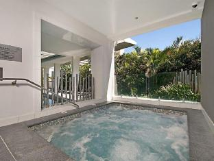 Artique Surfers Paradise Resort Gold Coast - Heated Spa (40 degrees)