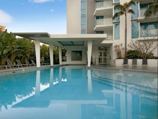 Artique Surfers Paradise Resort Gold Coast - Swimming Pool