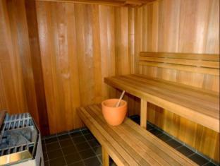 Artique Surfers Paradise Resort Gold Coast - Sauna Room