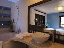 Indigo House Hotel: bathroom