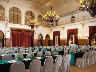 Hotel Majapahit Surabaya - Deju zāle