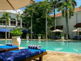 Hotel Majapahit Surabaya - Bazén