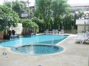 Crown Pattaya Beach Hotel Pattaya - Swimming Pool
