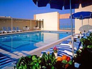 Sheraton Khalidiya Abu Dhabi Hotel Abu Dhabi - Swimming Pool